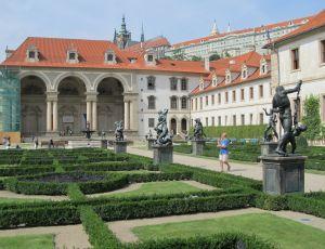 Smutsig kamp om makten i tjeckien